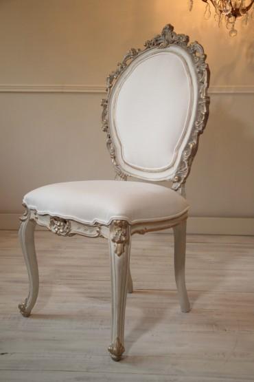 Francuskie Krzesło Ludwik XV Antyk po renowacji z początku XIX wieku. Piękna ręczna snycerka. Krzesło Ludwik XV ręcznie malowane, postarzane z elementami złota.